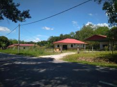 Tanah dan 2 buah rumah untuk dijual