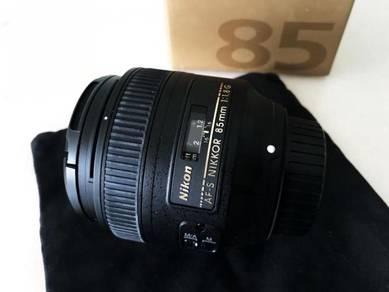 Nikon 85mm f/1.8G AF-S Auto Focus Nikkor Lens