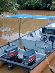 Boats and engine yamaha