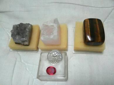 Batu permata merah,kristal dan akik fosil kayu.