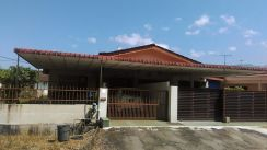 Single storey house with land at the side in Pengkalan Maju, Taiping