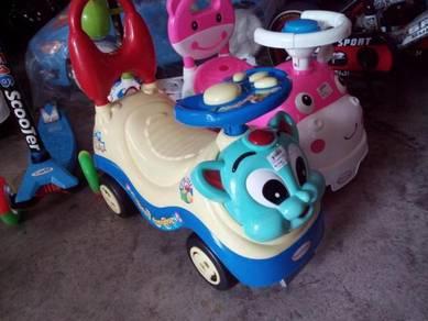 Cute cartoon toadler car