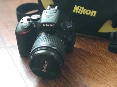 Nikon D5600 + kit lens