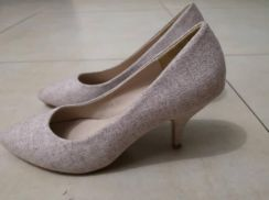 Beige Shoes with short heels size 38