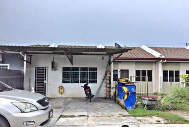Rumah setingkat teres Kuching