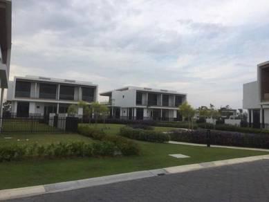 Eco Sanctuary Luxurious Semi-Detached House