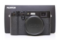 Fujifilm X100F Digital Camera Fuji WTY 02/2020 99%