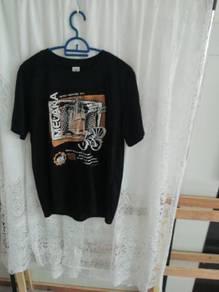 Unisex black t-shirt. Cotton club. size S.