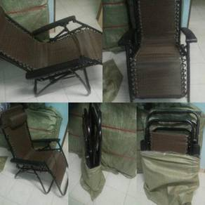 Brown colour lazy chair zero graviti