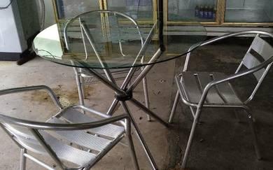 Satu set kerusi meja kaca bulat