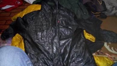 Jaket kulit levis