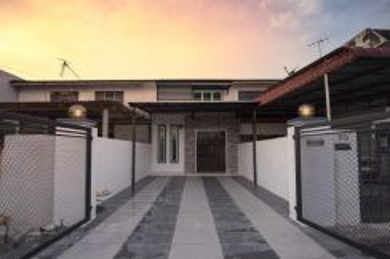 Fully Renovated Double sty house at pengkalan stesen 18