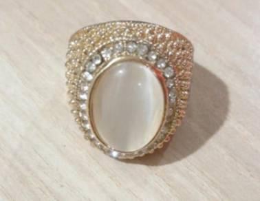Cat eye ring - unique design jewelry.