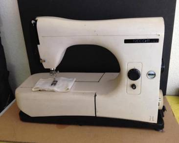 VINTAGE Sewing Machine (Made in Italy)