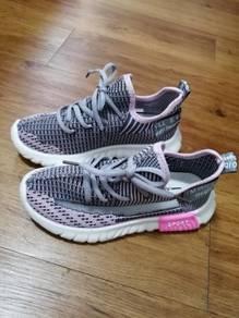 Soft breathable walking casual kid shoe