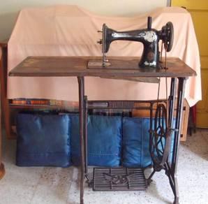 Antique Rare Singer Sewing Machine 1950s/1960s