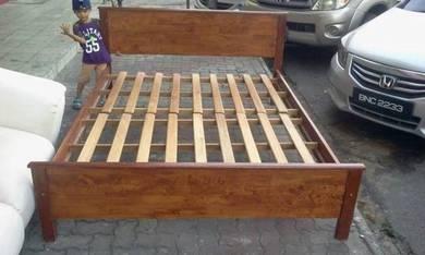 Queen bed solidwood