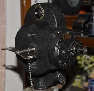 Antique bell & howell usa hank crank movie camera