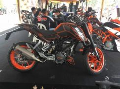 KTM 200 DUKE std and special edition free gift 19
