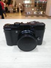 Fujifilm x10 digital camera (98% new)