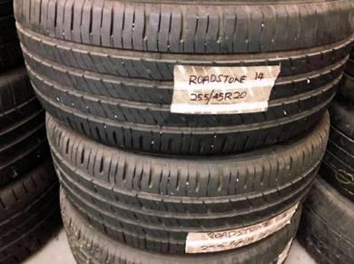 Tyre 255/45/20