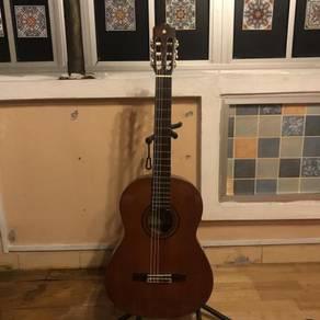 Yamaha G-225 Vintage Classical Guitar