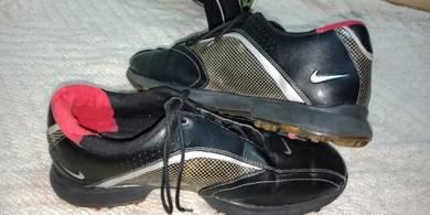 Golf nike shoe hitam