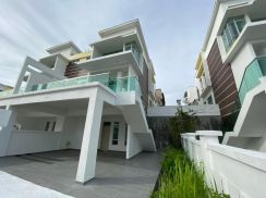 FREEHOLD Completed New 2.5 Storey Cluster House /Cash Back /Near Setia