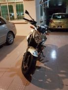 Versatile Naked 600 cc Bike