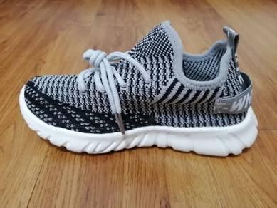 Soft breathable mesh walking casual kid shoe