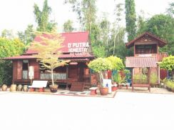 Merlimau Guest House (D'Putra Guest House)