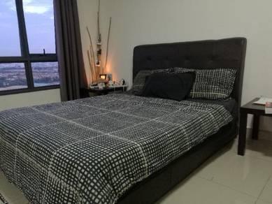 Queen size bedframe + mattress