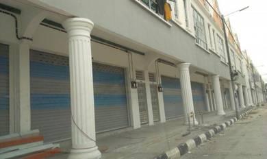 Taman Universiti, Parit Raja: Shop for Rent