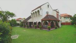 (Nostalgic Living) A lively Bungalow in Taman Tun Dr Ismail