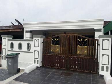 Azrah Homestay Taman University Johor