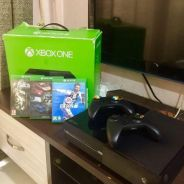 Xbox One fullset with 2 controller & 3 games