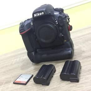 Nikon D800E with Vertical Battery Grip