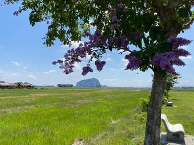 Tanah Lot Pemandangan Gunung Keriang