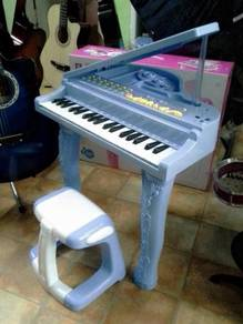 Piano with Stool (LIGHTING KEY)