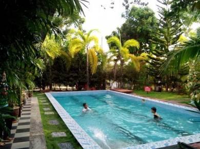 Homestay swimming pool bkt katil