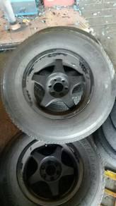 Used Rim n tyres for Nissan Navara