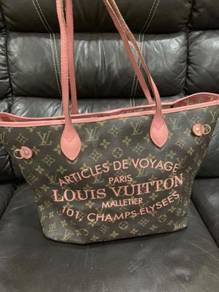 LOUIS VUITTON Handbag - Neverfull