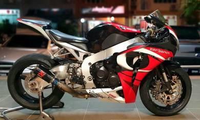 Honda CBR 1000RR 1000 Carbonin 2011 6k km only r1