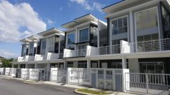 FREEHOLD Triple storey Terrace House For Sales