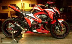 Kawasaki Z800 Custom Bodypaint Red