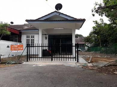 Teres Setingkat End Lot [TANAH LUAS] Kawasan Bandar Melaka