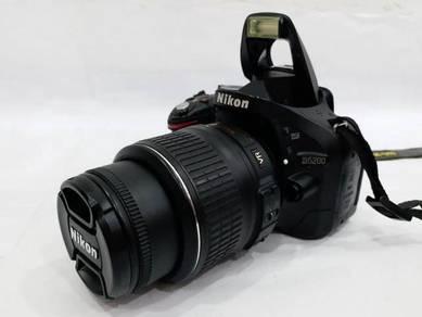 NIKON D5200 with AF-S NIKKOR 18-55mm VR Lens 24MP