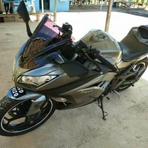 Kawasaki ninja 250cc tahun 2014 untuk dijual