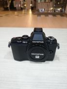 Olympus om-d e-m5 body (99% new)