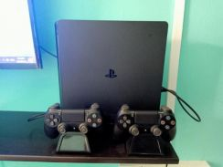Playstation 4 slim with 2 controller
